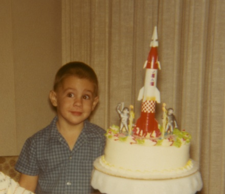 Mike Jetzer's rocket 1960s Space 	  Race birthday cake
