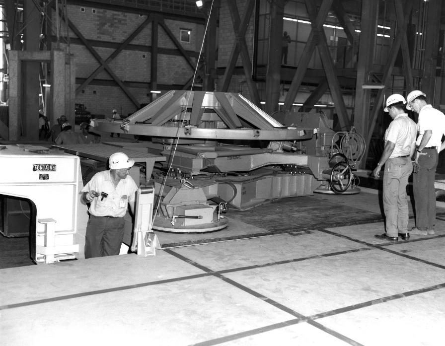 F-1 rocket engine G4049 engine vertical installer