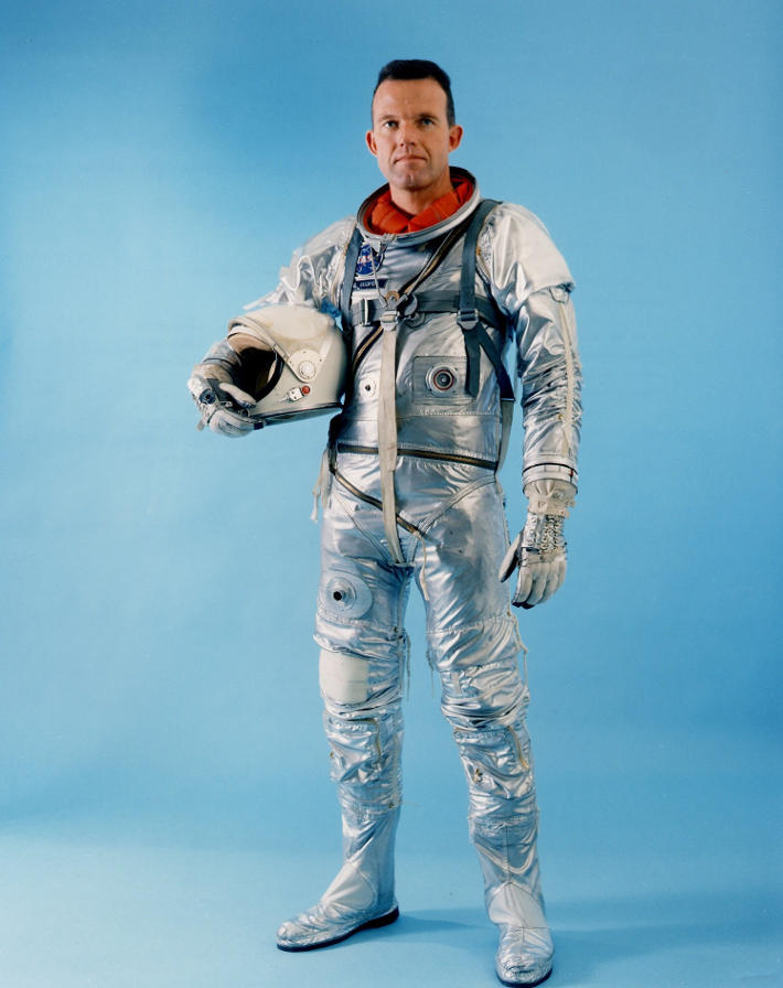 an astronaut in his space suit and with a propulsion - photo #26